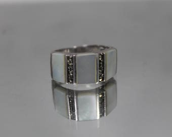 925 - Vintage Mother of Pearl & Marcasite Ring in Sterling Silver - Size 6.25