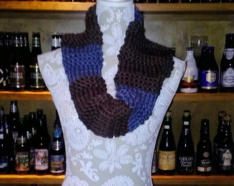 Knitted color-block cowl