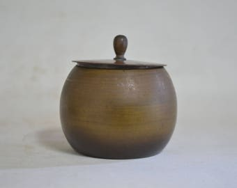 Brass  5022,  lidded container
