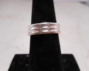 Sterling Silver Ribbed Ring Size 6