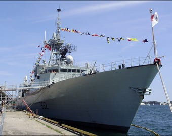 Poster, Many Sizes Available; Hmcs Ville De Quebec Ffh 332 In Toronto