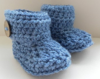 Crochet baby booties for babies age 0-3 months