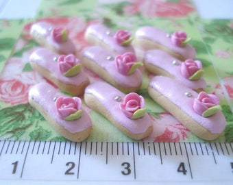 Set of 3 eclairs decorated with a sweet pink