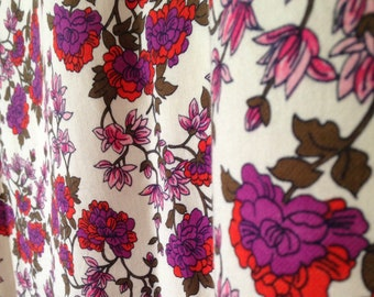 Beautiful vintage 1M fabric ditsy // boho red pink and purple retro yardage UK seller