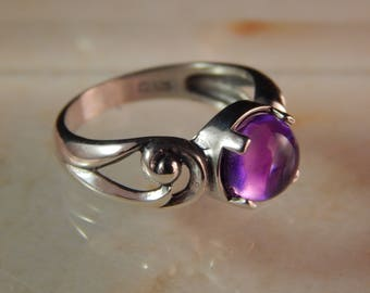 Sterling Silver Swirl Ring with 8mm Amethyst Cabochon - Ring Size 7