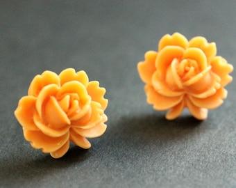Orange-Lotus Blumeohrringe. Orange-Lotus Ohrringe. Silber nach Ohrringe. Orange Ohrringe. Ohrstecker. Handgemachter Schmuck.
