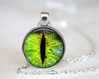 Green Dragon's Eyes Photo Glass Pendant/Necklace/Keychain