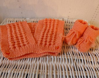 Wrap sweater and matching booties - salmon - knitting