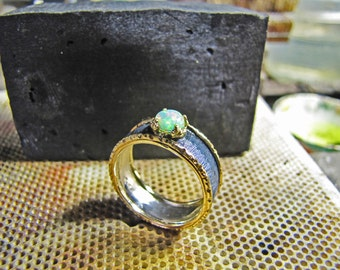 Opal ring in yellow gold and silver, hand engraved in unique piece