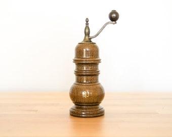Wooden Pepper Mill • Wood Peppercorn Grinder • Sea Salt Shaker • Course Fine Spices • Walnut Kitchen Decoration • Classic Antique Vintage