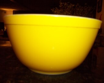 Pyrex#402 Yellow Nesting  Mixing Bowl 1 1/2 Quart