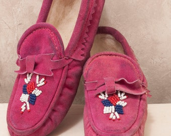 1930s childs magenta leather moccasin. Beaded, lightly worn.