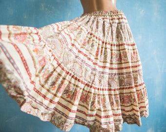 Vintage Provence skirt /creme white red green floral folk print tiered full circle  French provence cotton skirt/S/M