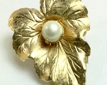 Leaf Brooch Pin-Sarah Coventry-Textured Leaf Brooch-Pearl Accent-Brushed Finish-Designer Signed-Gold Tone Vintage