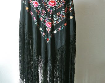 FLAMENCO MULTICOLOR SHAWL / vintage hand embroidered scarf with long fringes / 1950's