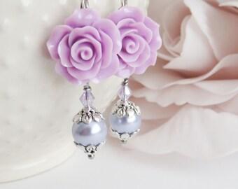 Purple flower earrings, purple pearl earrings, dangle and drop, lilac rose jewelry, gift for her, paarse oorbellen, wedding jewelry