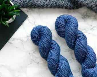 Hand dyed yarn, hand dyed dk yarn, handdyed yarn, handgefärbte Wolle, cashmere yarn, dk merino yarn, Featherfin PREORDER  - Cornflower