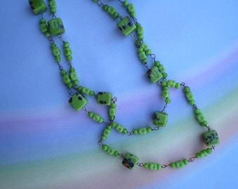 Vintage 30s Green Art Glass Bead Necklace