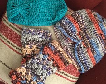 Hat and wrist warmer set