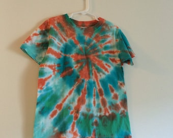 Kids Medium tie dye tee in turquoise and green with orange burst