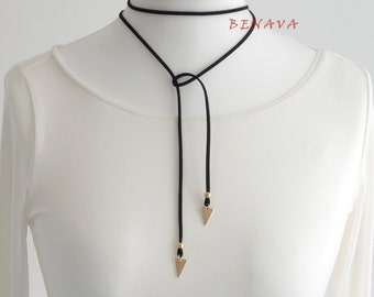 Choker necklace with followers geometric triangle