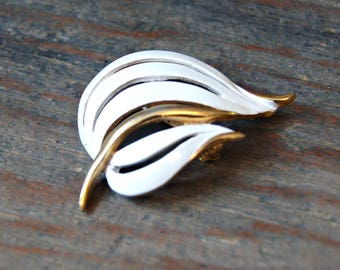 White and Gold Enamel Leaf Pin, Art Deco Gold Tone Leaf Brooch, White and Gold Leaf Brooch, Floral Brooch, Leaf Lapel Pin