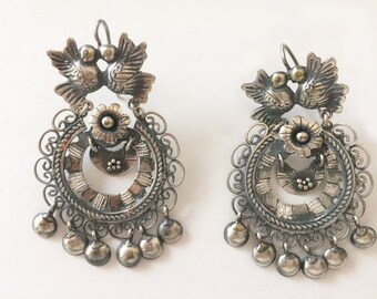 SALE Frida style  earrings with lovebirds and flower. Gorgeous.
