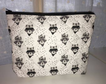 Toiletry bag in quilted fabric customizable raccoon pattern.