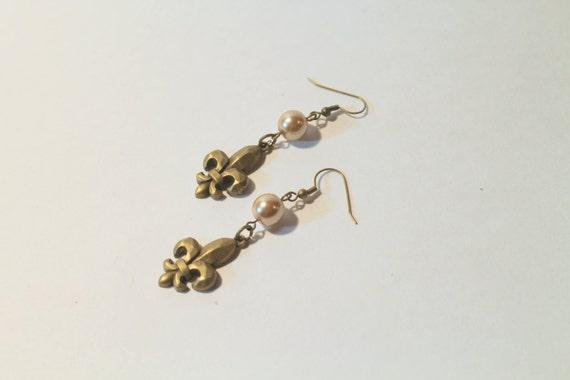 Gold Tone Fleur De Lis Earrings, Gift For Her, Valentines Day Gift, Gift For Mom, Girlfriend Gift, Dangle Earings, Statement Earrings