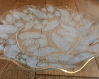 """A vintage Chance glass Calypto pattern wavy edged cake plate 9""""."""