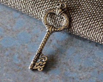 Sterling Silver Skeleton Key Pendant Old Silver Key Charm Antique Style Jewellery Making Supply Key To My Heart Necklace Jewelry KP15-042