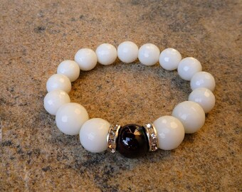Agate bracelet, White bracelet, Stretch bracelet, Red Garnet bracelet, Yoga bracelet, Zen jewelry, Chakra bracelet, Gemstone bracelet
