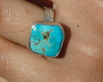 Lovely Arizona Turquoise Ring in Textured Sterling Silver Band Size 7 P156