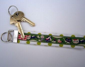 cats and birds,Keychain, Keyfob, Helen Dardik, Rosa Pomar, green, Portugal, ribbon ,handmade
