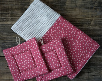 """Kitchen towel Set and """"Cecily"""" country style pot holders"""