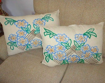 Set of 2 decorative pillow, Vintage Hand embroidered pillows