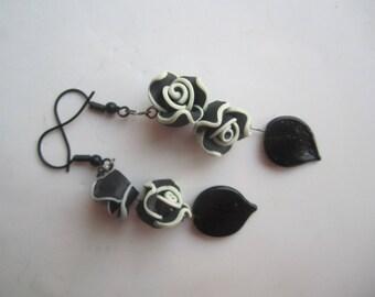 Black and White Earrings ./. Flower Dangles ./. Black and White Roses ./. Flower and Leaf Dangle ./. Gift for Her ./. Made in Sweden