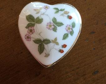 Wedgwood Wild Strawberry heart box