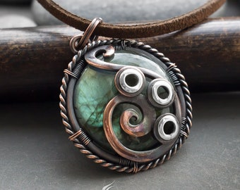 Two sides round wire wrapped mixed metals pendant // Copper and silver round 2 sides wire wrapped necklace with green round labradorite