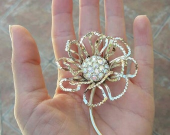 Vintage Flower Sparkle Brooch