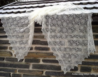 """MADE TO ORDER. Hand knitted Haapsalu shawl """" The Leaf of Fortune"""", traditional Estonian lace, 100% wool."""