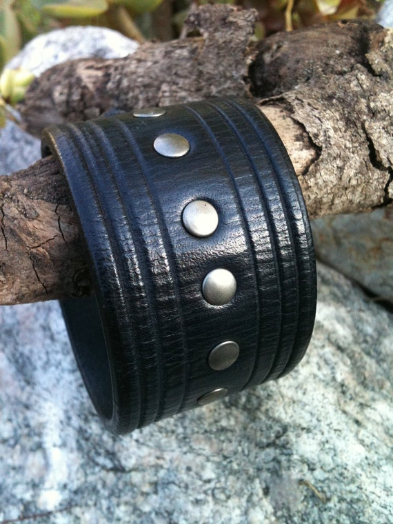 Vintage Noir Nickel Trax Leather Cuff