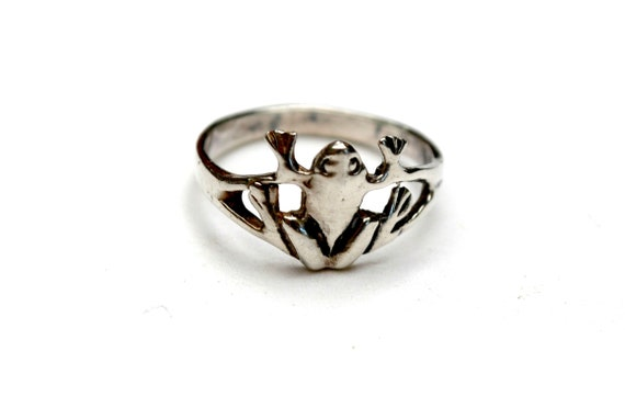 Sterling Frog ring - size 6  -  silver - Figurine bang   pinky ring