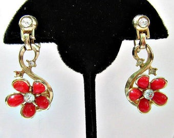 Pretty Red Flower Screw Back Earrings Rhinestone Center Lucite Vintage 1960's Midcentury