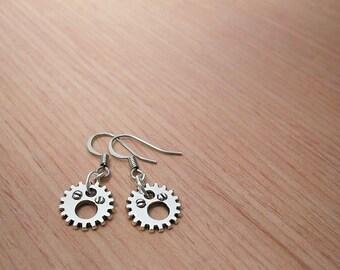 Small gear earrings with screw detail, dangle silver cog earrings, watch gear charm earrings, industrial Steampunk earrings, gear jewelry
