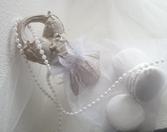 Dress/corset/bustier scented sachet and its macarons