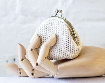 Crochet Coin Purse with Kiss Clasp Frame in Off-White