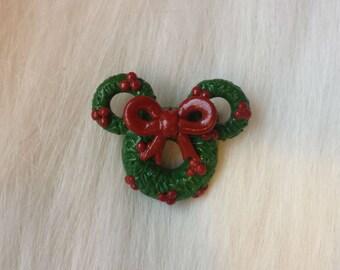 Minnie Wreath Christmas Brooch / Minnie Wreath Christmas Pin / Disney Christmas Brooch / Disney Christmas Pin