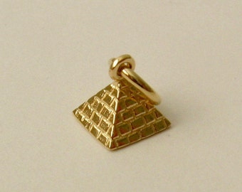 Genuine SOLID 9ct YELLOW GOLD 3D Egyptian Pyramid charm pendant History