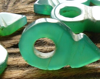 Mauritani Tuareg very small agate opaque green tanfout pendant